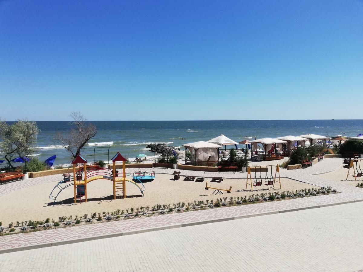 Пляж при отеле Panorama / фото Марина Григоренко