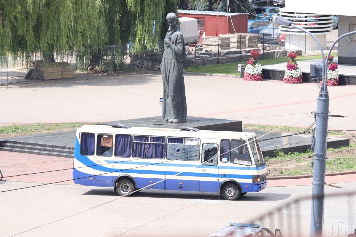 Мужчина захватил заложников в автобусе / фото УНИАН