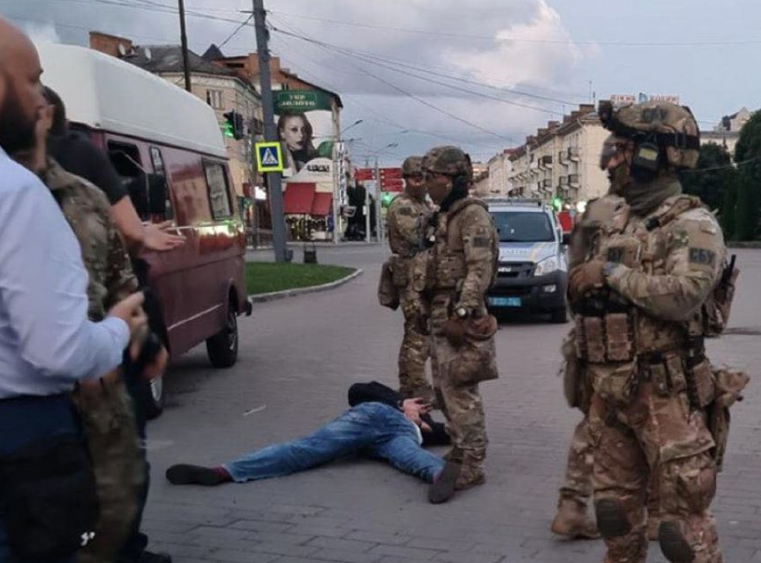 The terrorist was detained by SWAT / Photo from Anton Gerashchenko's Facebook page