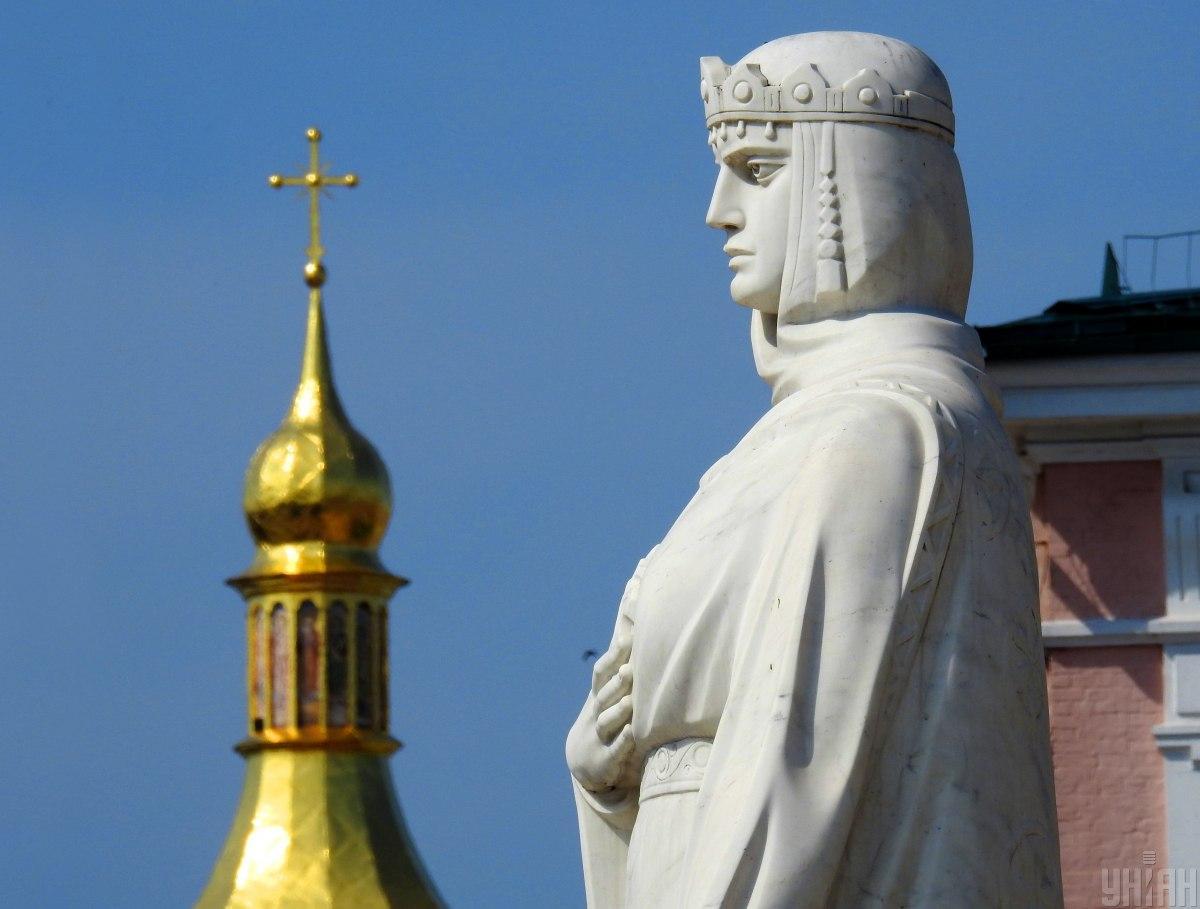 У 1996 році в Києві був відновлений пам'ятник княгині Ользі, зруйнований в 1919 році / фото УНІАН