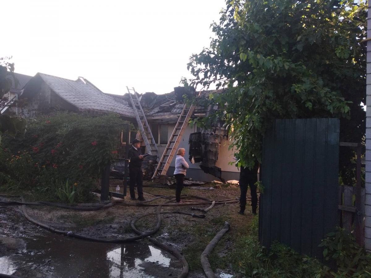 Неизвестные подожгли дом главы ГПК Шабунина в Киеве / фото facebook.com/vitaliy.shabunin