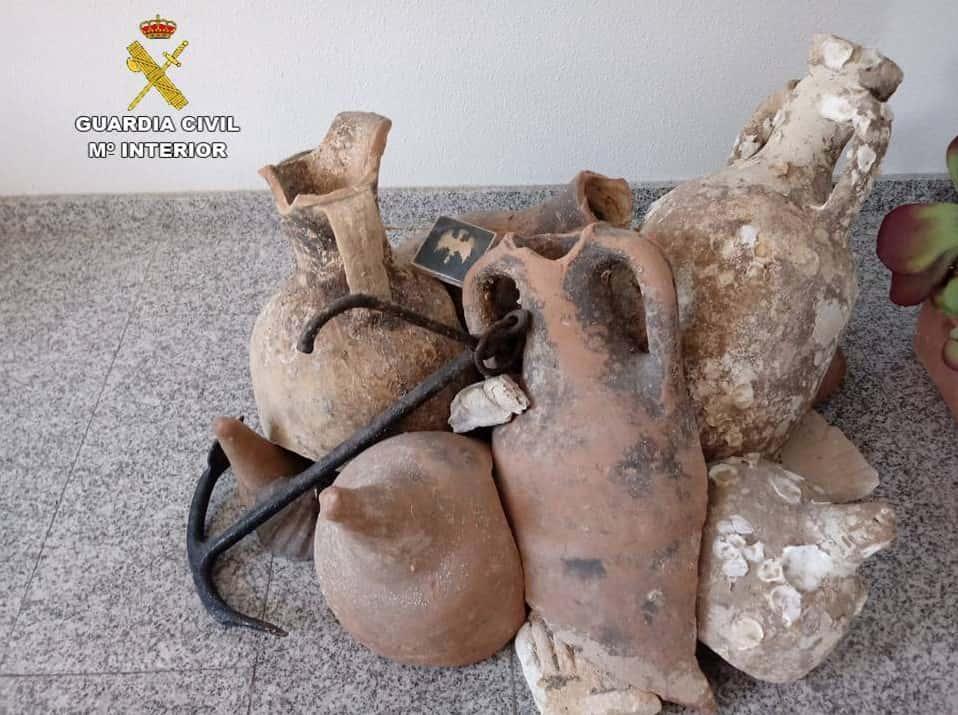 Древние амфоры были украшением продуктового магазина / Фото Гражданская гвардия Испании