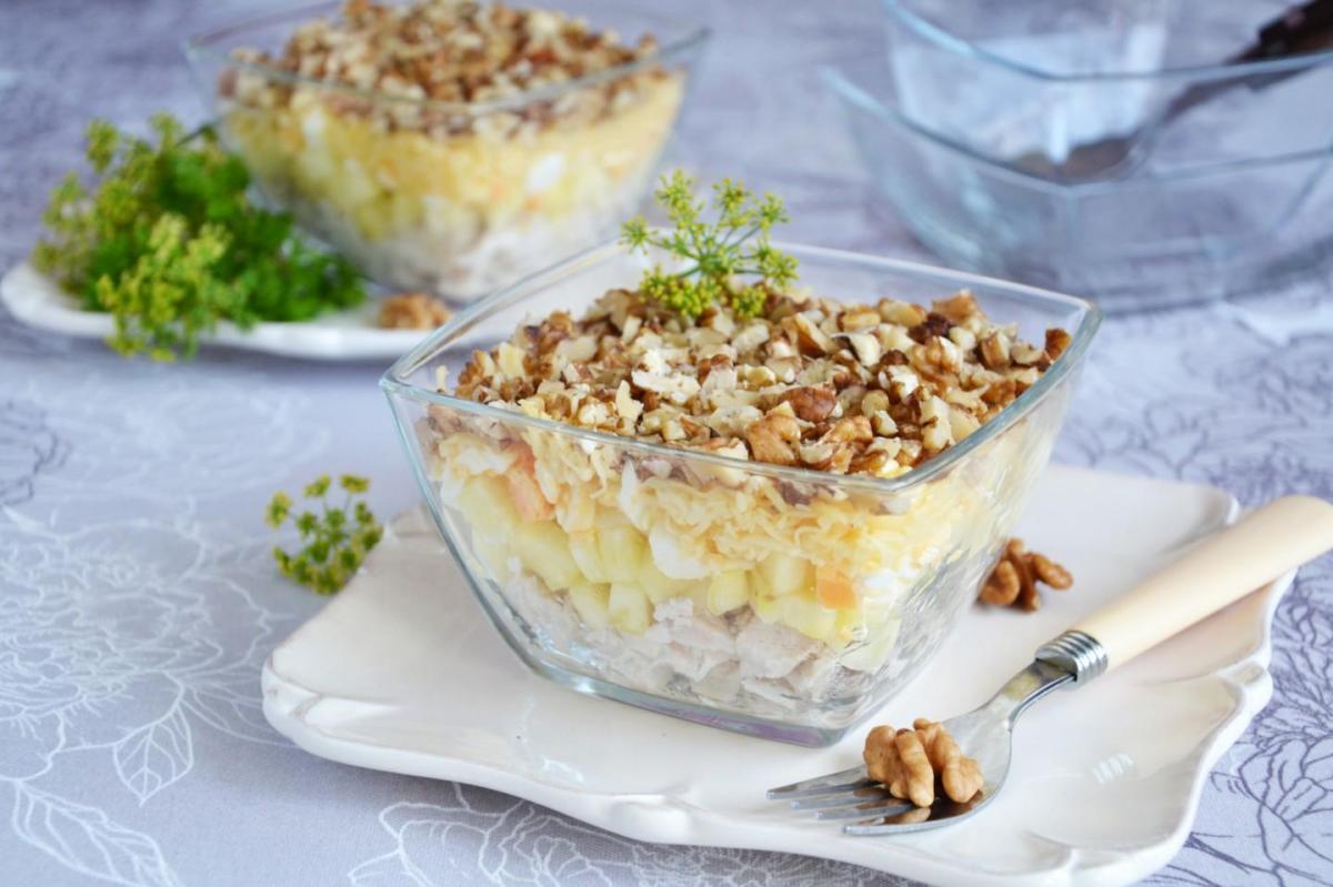 Рецепт салата с курицей и ананасами / фото 1000.menu