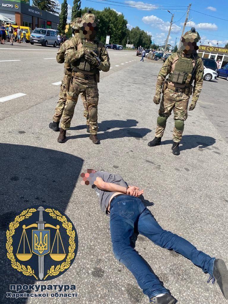 Похитителей задержали во время передачи выкупа / фото прокуратура Харьковской области