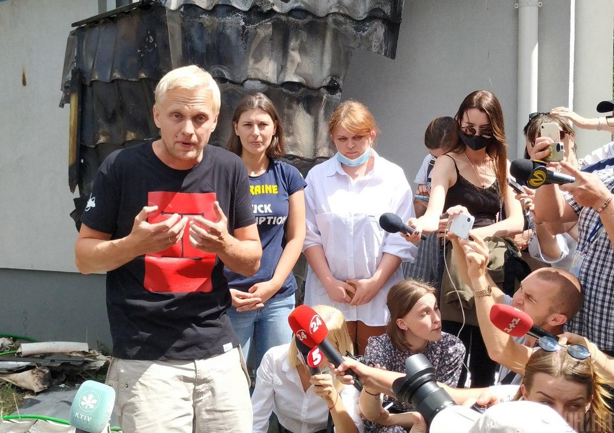 Також Шабунін похвалився, що почав відновлення будинку/ Фото УНІАН, Олександр Синиця