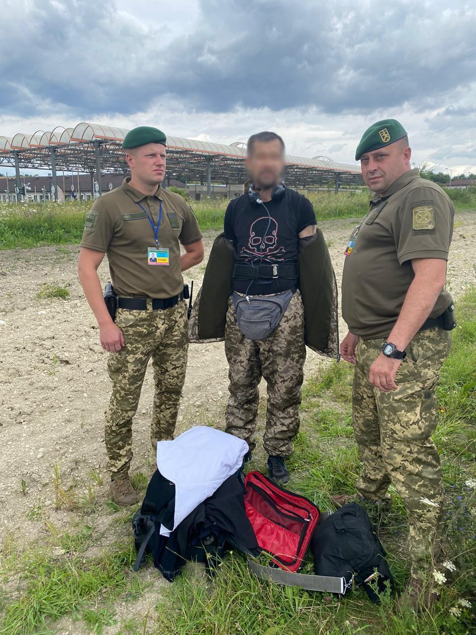 На кордоні з Польщею затримали латвійця, одягненого як прикордонник / фотоДПСУ