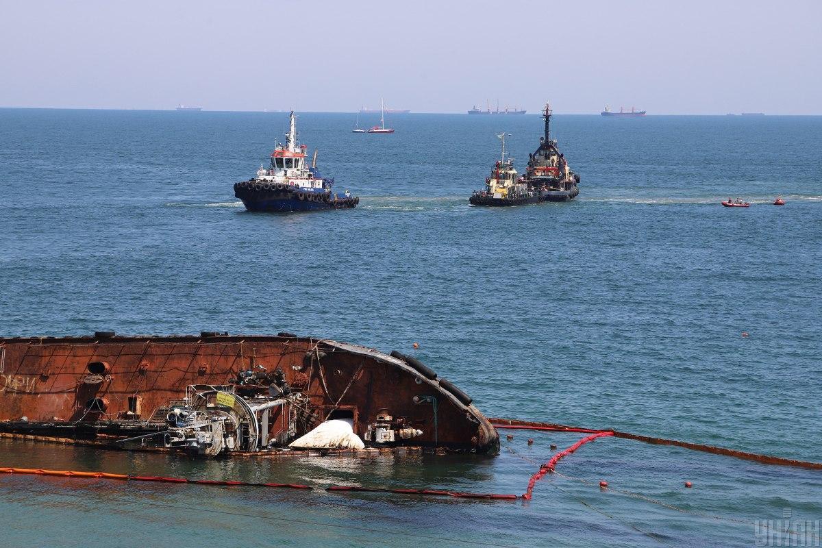 Біля берегів Одеси затонув танкер / фото УНІАН
