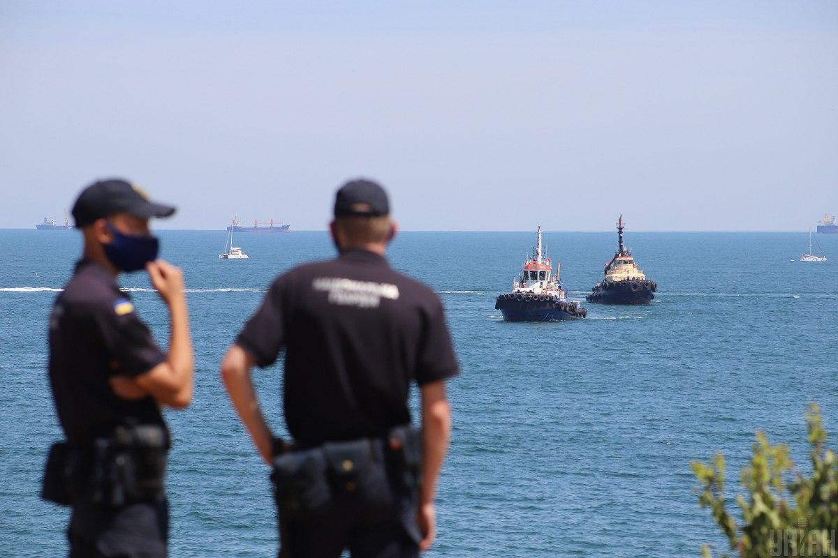Роботи з підняття судна виконуватиме приватна компанія без використання державних коштів / фото УНІАН