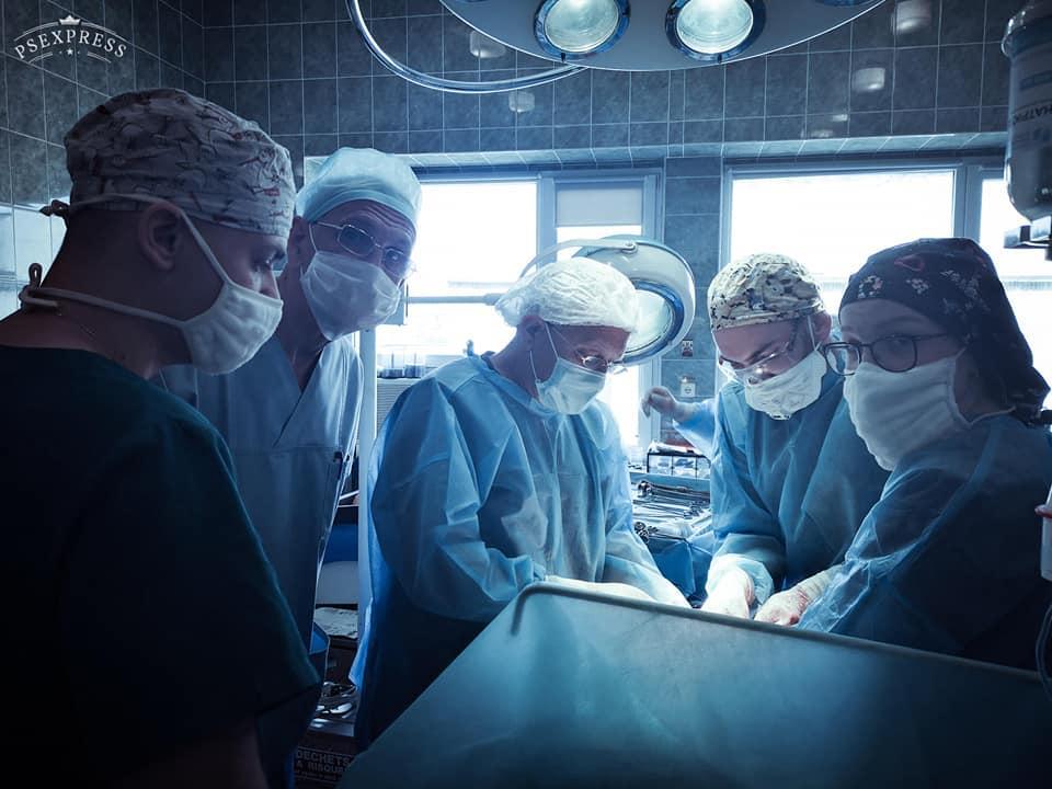 Операція тривала лише півтори години / фото Клінічна лікарня швидкої медичної допомоги, Facebook