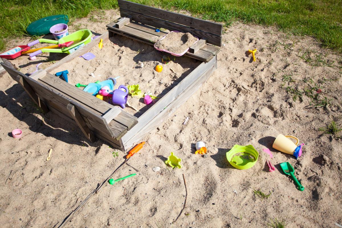 Ребенок играл в песочнице и пропал / фото ua.depositphotos.com