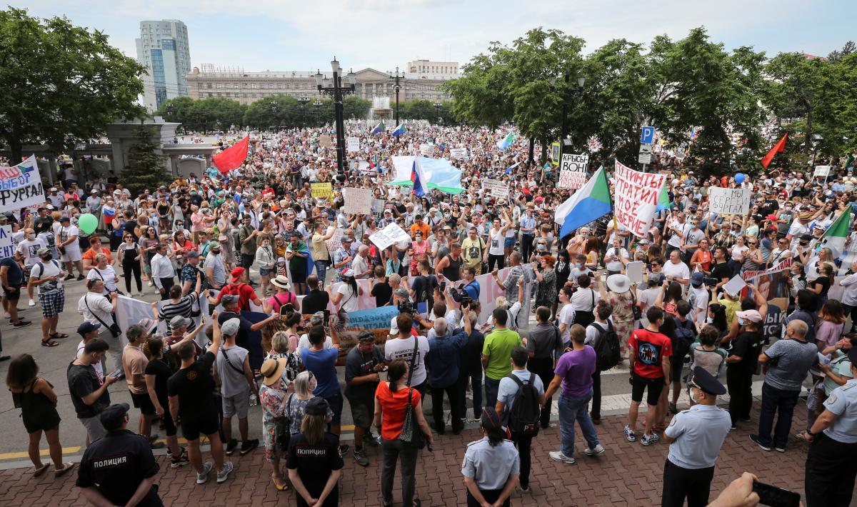«Россия, просыпайся»: вРФ прошел многотысячный митинг заотставку В. Путина