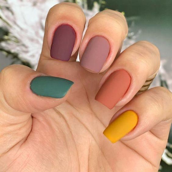Разноцветный маникюр / фото pinterest.com