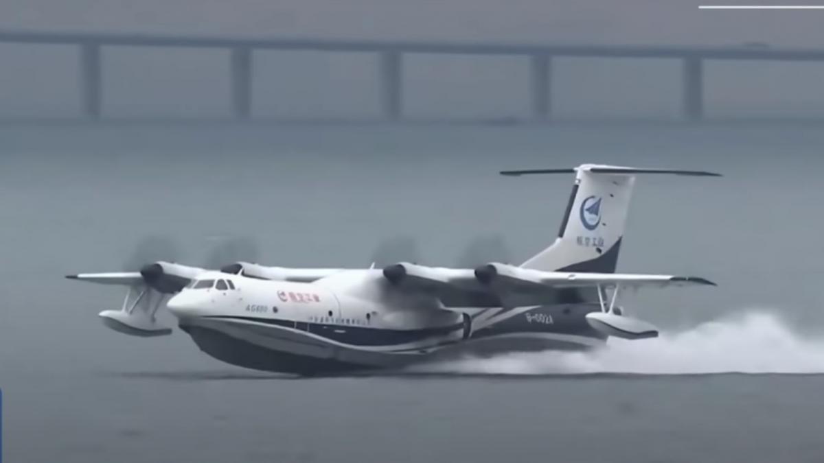 Тести прототипу літака-амфібії відбулися в місті Циндао / скріншот з відео