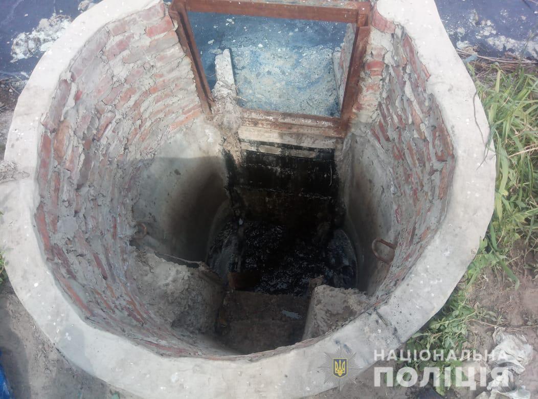В колодязі загинули четверо працівників комунального підприємства/ фото hk.npu.gov.ua