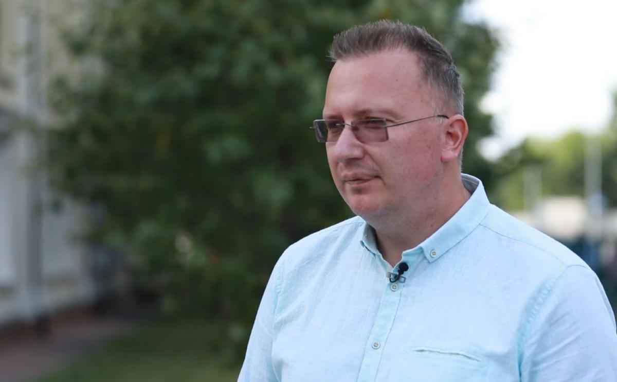 Фінансовий аналітик Олексій Кущ вважає, що підштовхнути гривнюдо ще більшого падіння можуть і самі українці