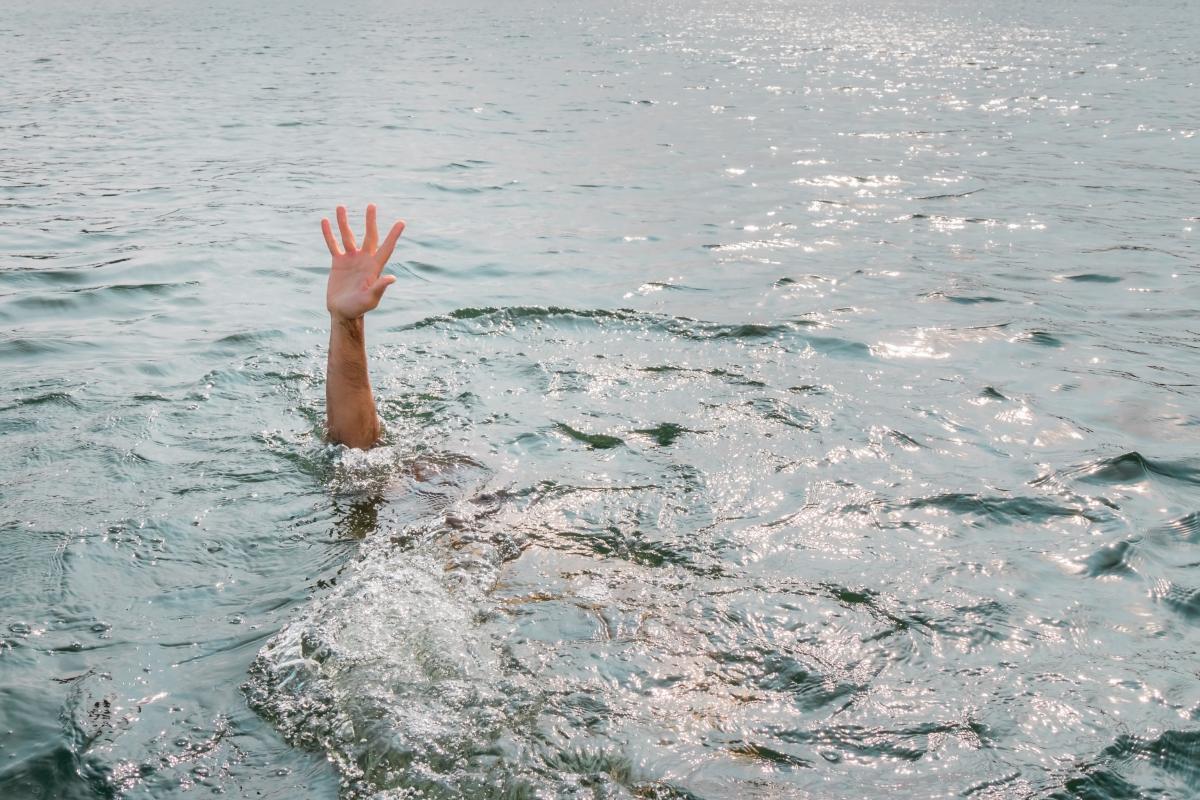 Парень утонул, пытаясь вернуться на берег / фото ua.depositphotos.com