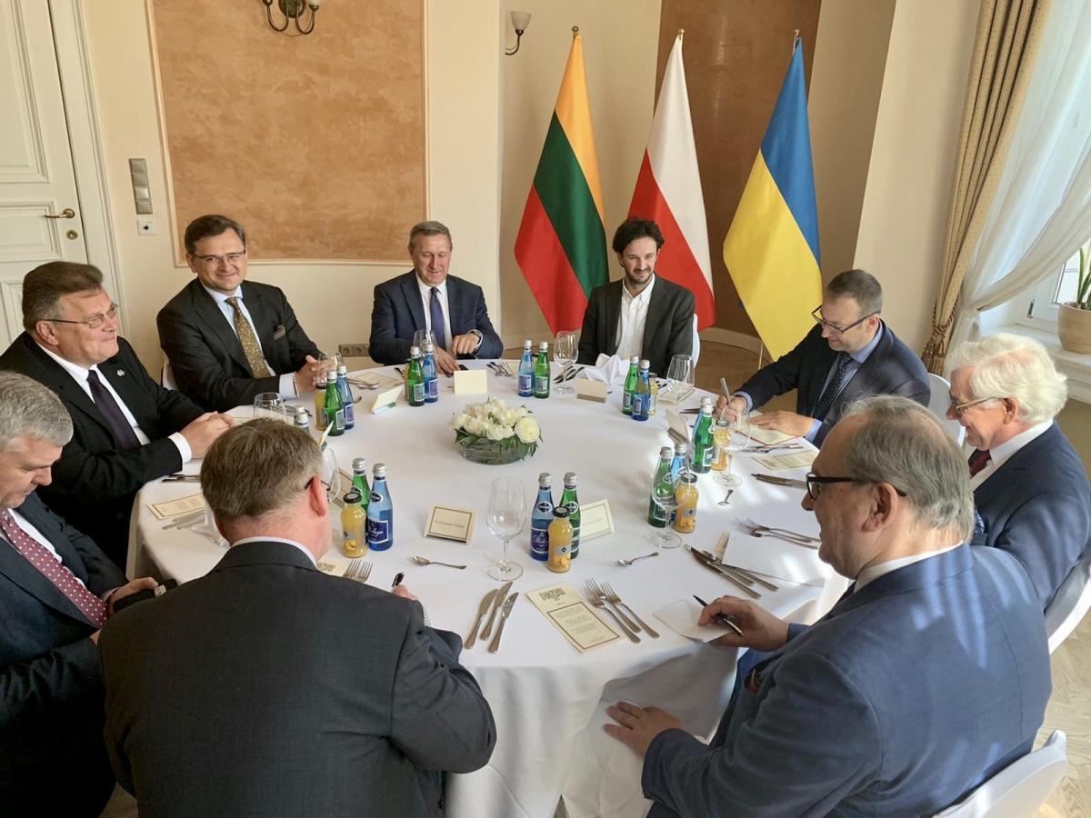 """Украина, Литва и Польша создали """"Люблинский треугольник"""" / фото twitter.com/DmytroKuleba"""