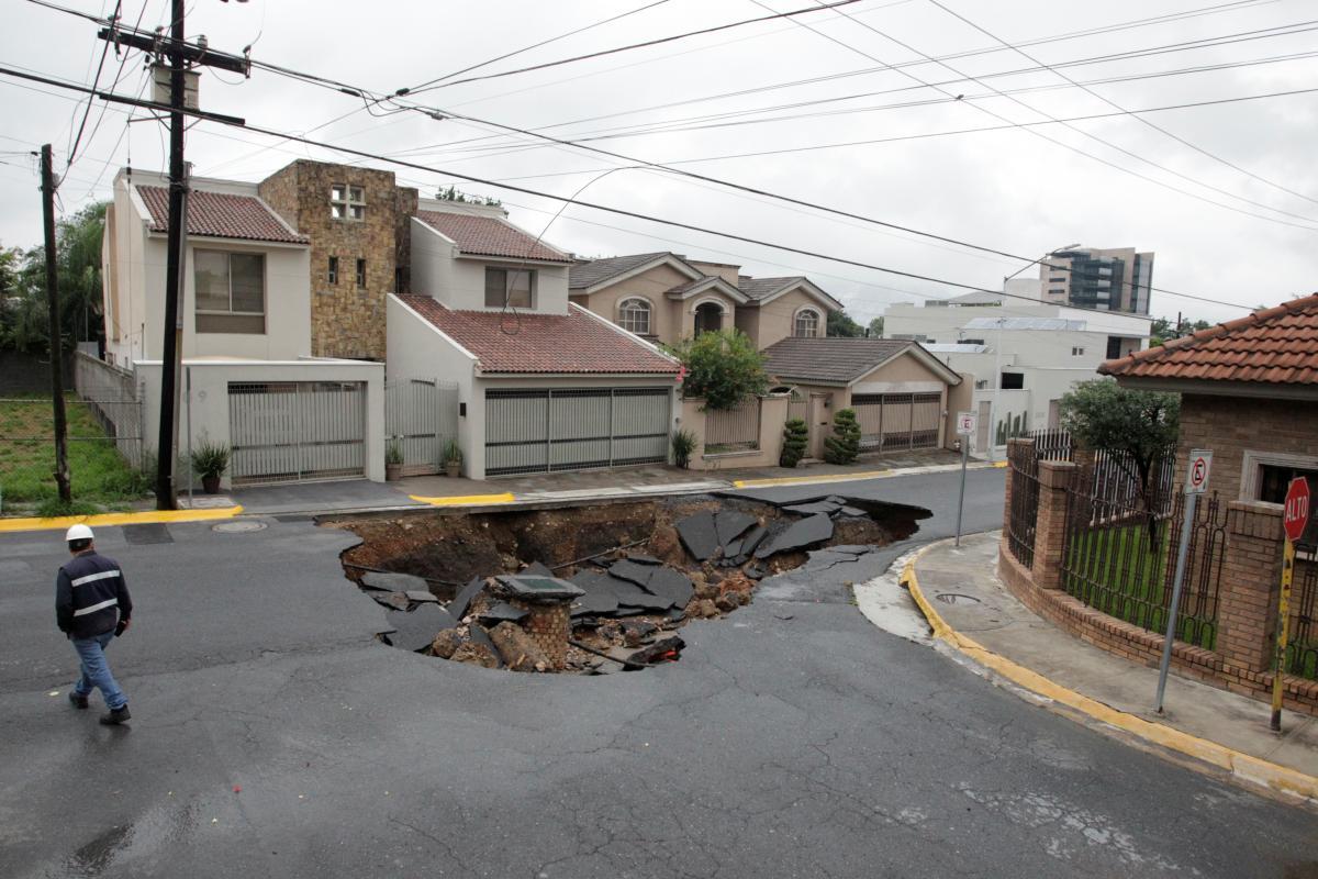 """Последствия урагана """"Ханна"""" / REUTERS"""