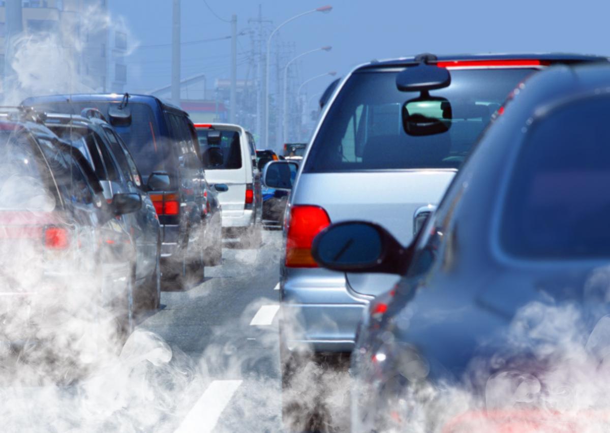 Автотранспорт является одним из основных источников загрязнения воздуха / фото ua.depositphotos.com