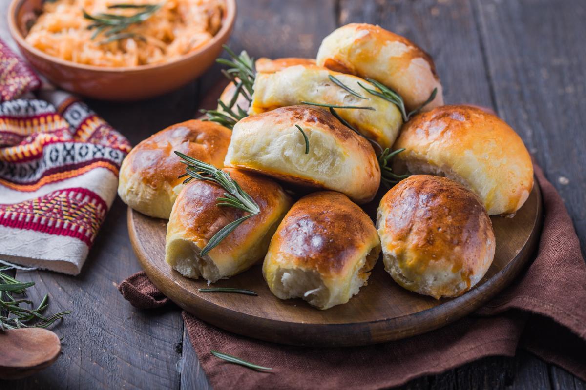 Как приготовить пышные пирожки в духовке / фото ua.depositphotos.com