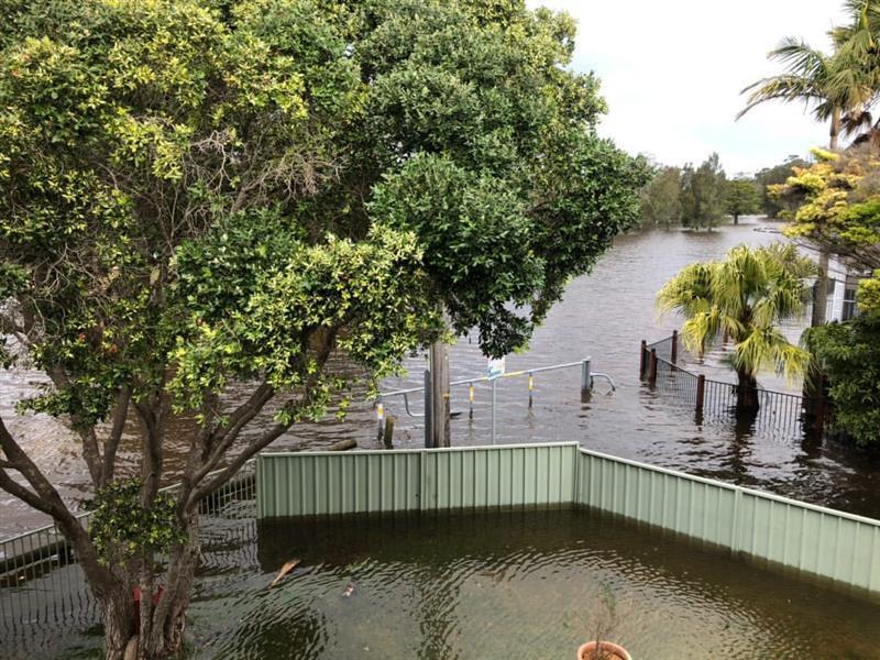 Юго-восток Австралии пострадал от сильного шторма / twitter.com/BOM_NSW