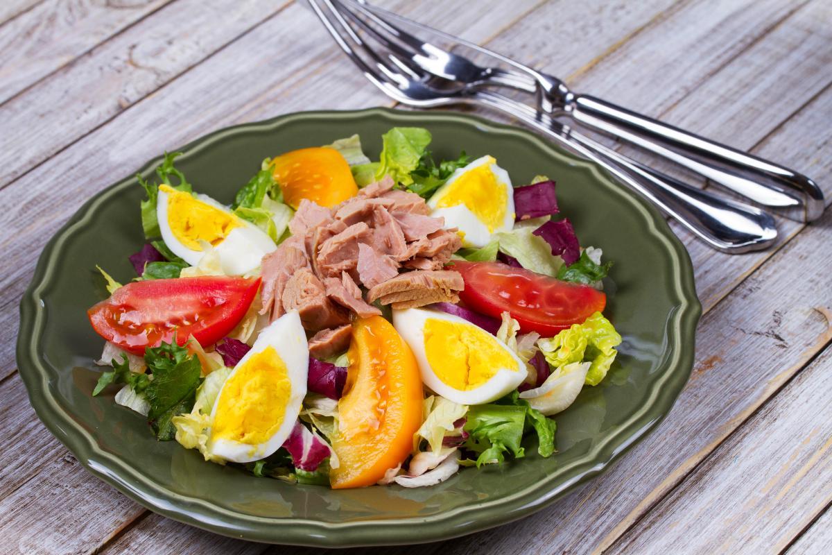 Как приготовить салат с тунцом / фото ua.depositphotos.com