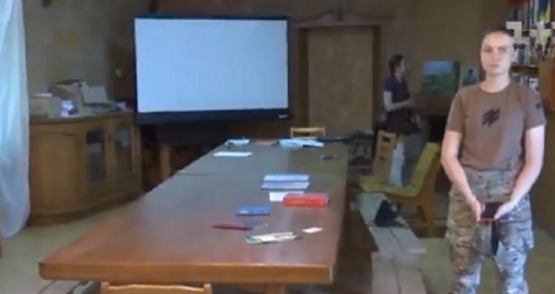 З часів Януковича на базі відпочинку залишився тільки стіл / Скріншот