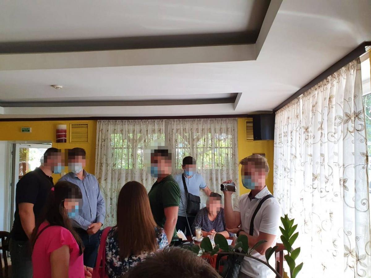Во время получения 600 тыс. грн - первой части неправомерной выгоды человек задержан / фото Офис генпрокурора