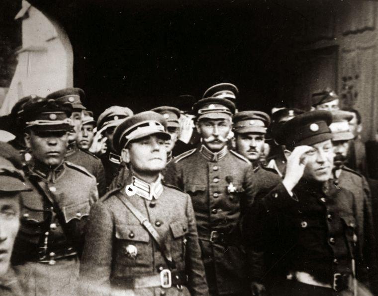 Марко Безручко (второй слева) вместе с Симоном Петлюрой, 1920 год / Фото: Wikipedia