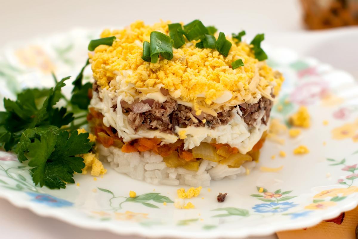 Как приготовить салат с печенью трески / фото ua.depositphotos.com