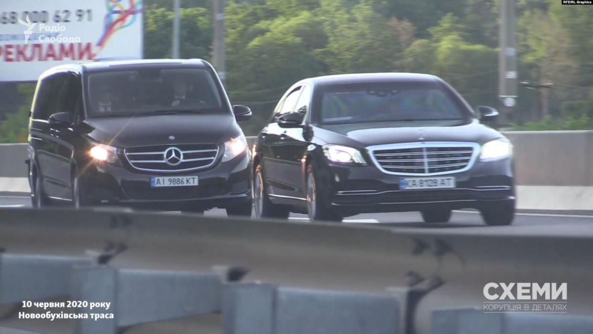 """С помощью радара журналисты фиксировали превышение скорости автомобилями из кортежа / Фото """"Схемы"""""""
