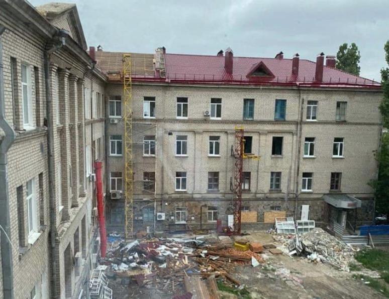 У лікарні ремонтують дах / Никвести