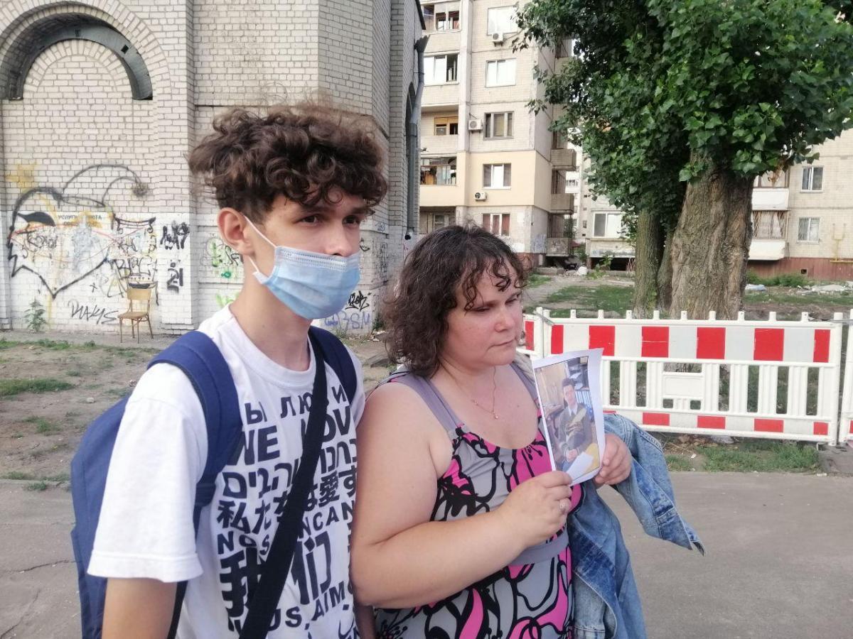Потерпевшая Татьяна Хмелеваяс сыном Анатолием / фото УНИАН