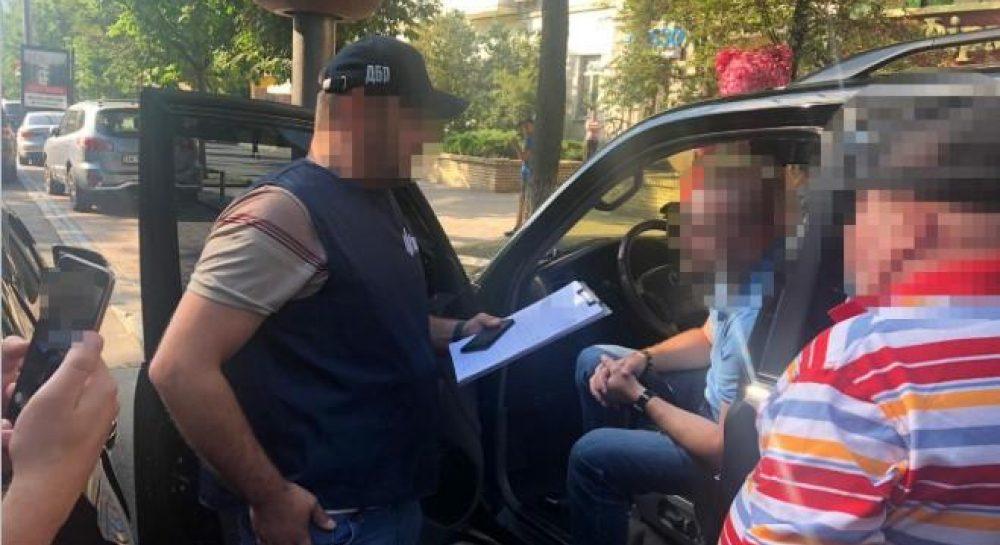 ДБР затримало майора СБУ на хабарі у $3 тисячі — новини Україна ...