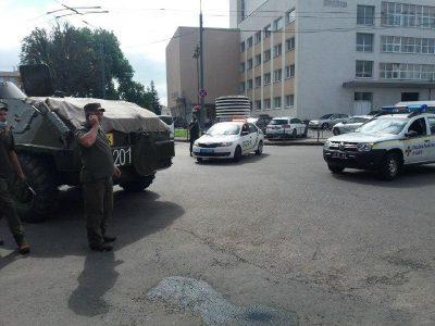 Захоплення заручників у Луцьку - злочинець висунув умови — новини ...