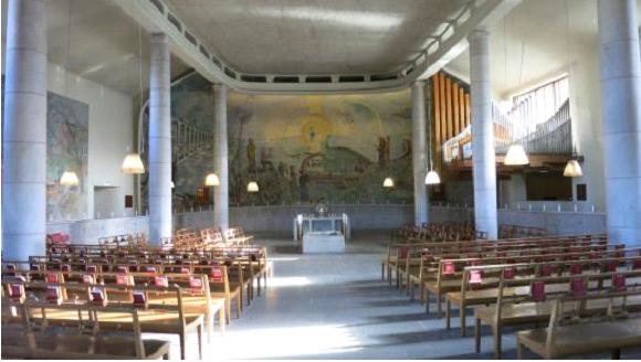 Зала прощальних церемоній крематорію Лісового кладовища Стокгольма (пам'ятки ЮНЕСКО)