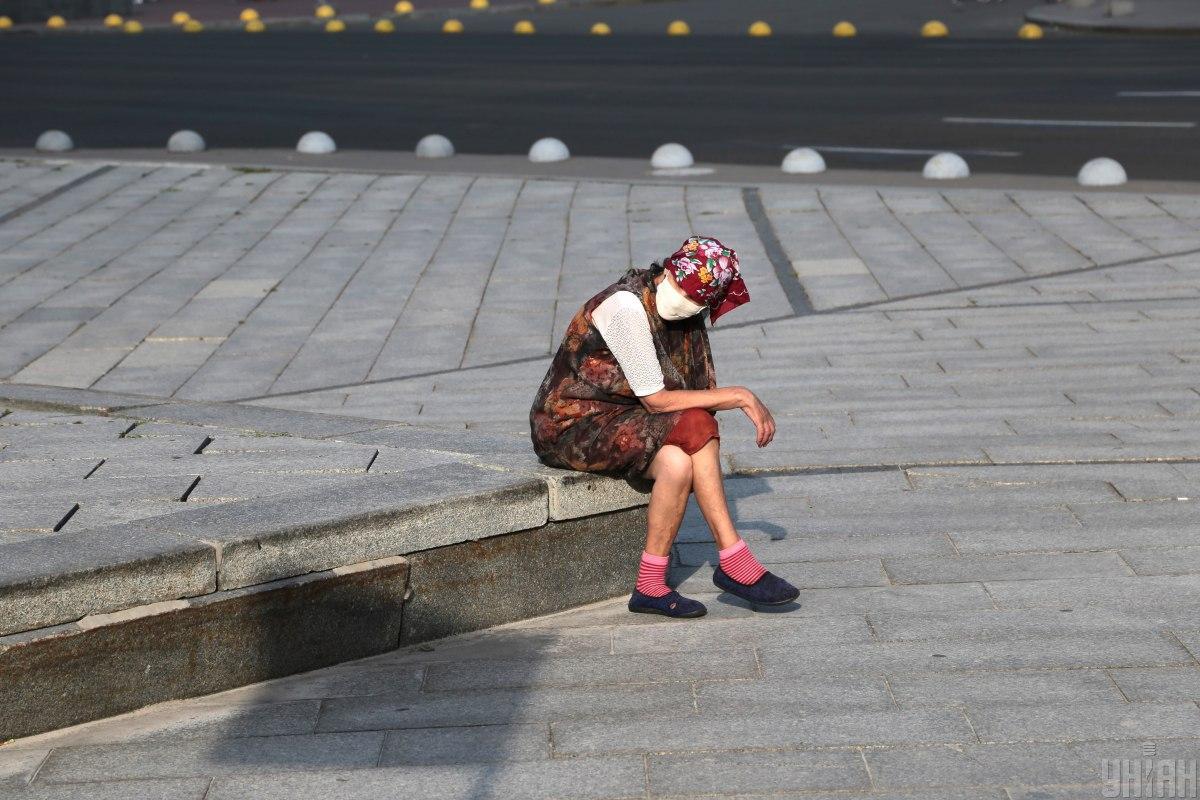 У Києві від коронавірусу помирають переважно літні люди \ фото УНІАН