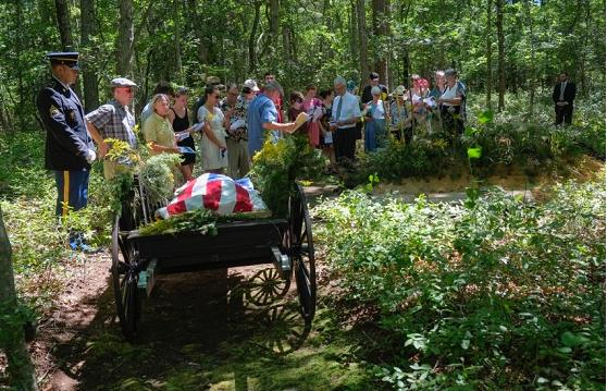 Прощальна церемонія на зеленому кладовищі Steelmantown (США)