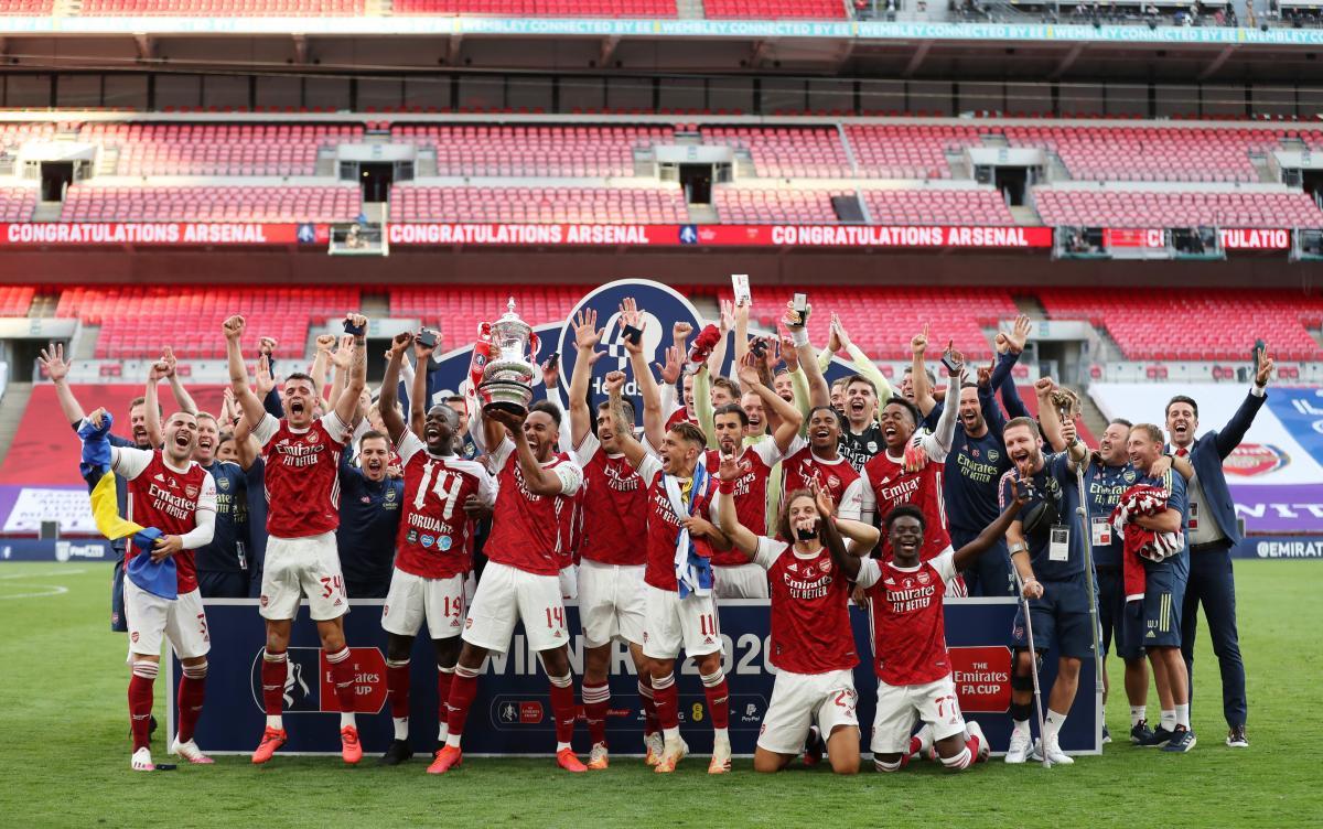 Игроки Арсенала после победы в финале / фото REUTERS