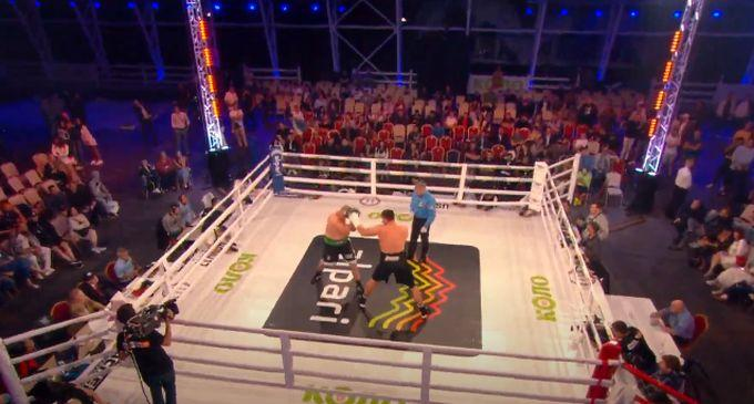 Владислав Сиренко выиграл в главном бою вечера / фото YouTube