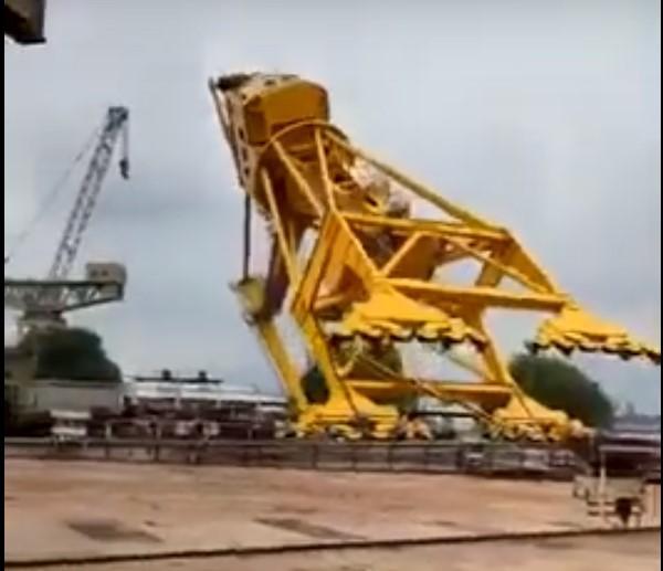 Вага крана становив70 тонн / скріншот з відео