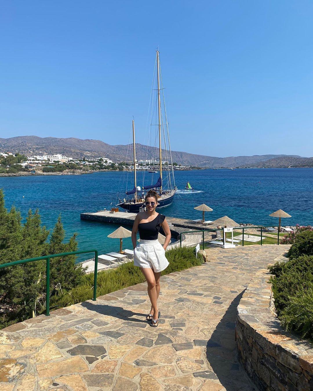 Ани Лораквосхитила сеть стильным летним образом / Instagram Ани Лорак
