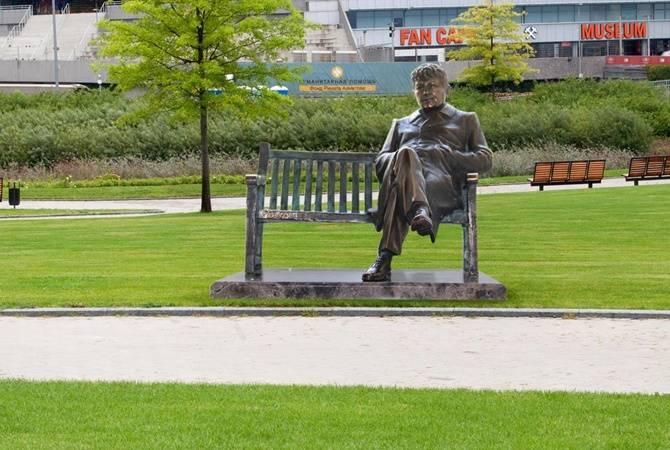 Памятник Мирче Луческу изначально должен был находиться возле Донбасс Арены / фото ФК Шахтер