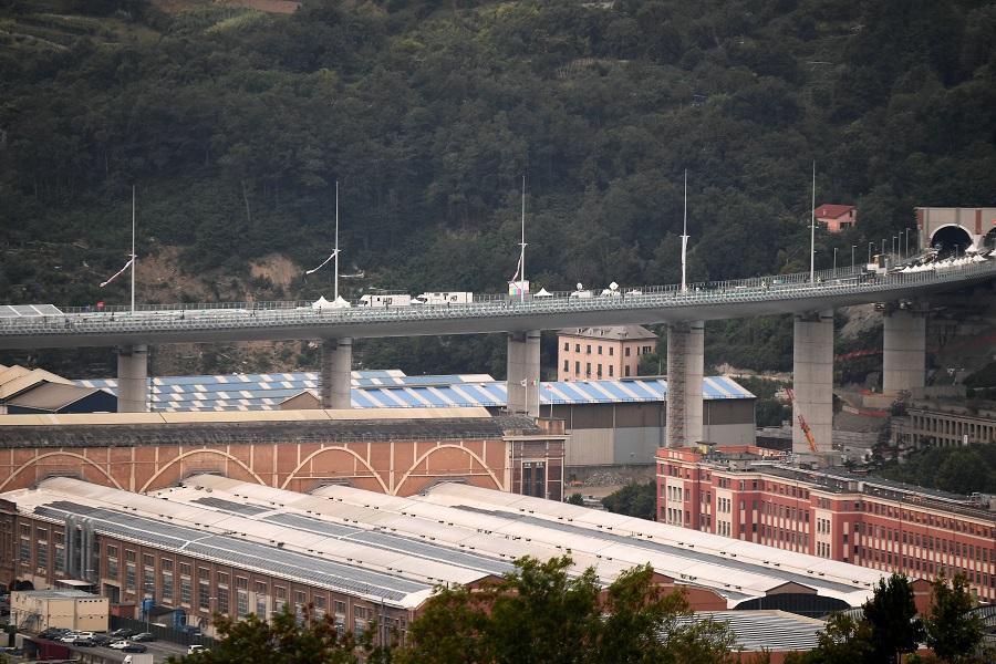 Краєвид на новий міст в Генуї / фото REUTERS