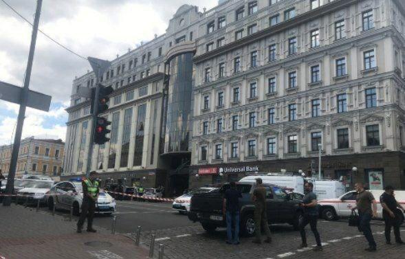 Здание бизнес-центра оцепили / фото Киев Сейчас