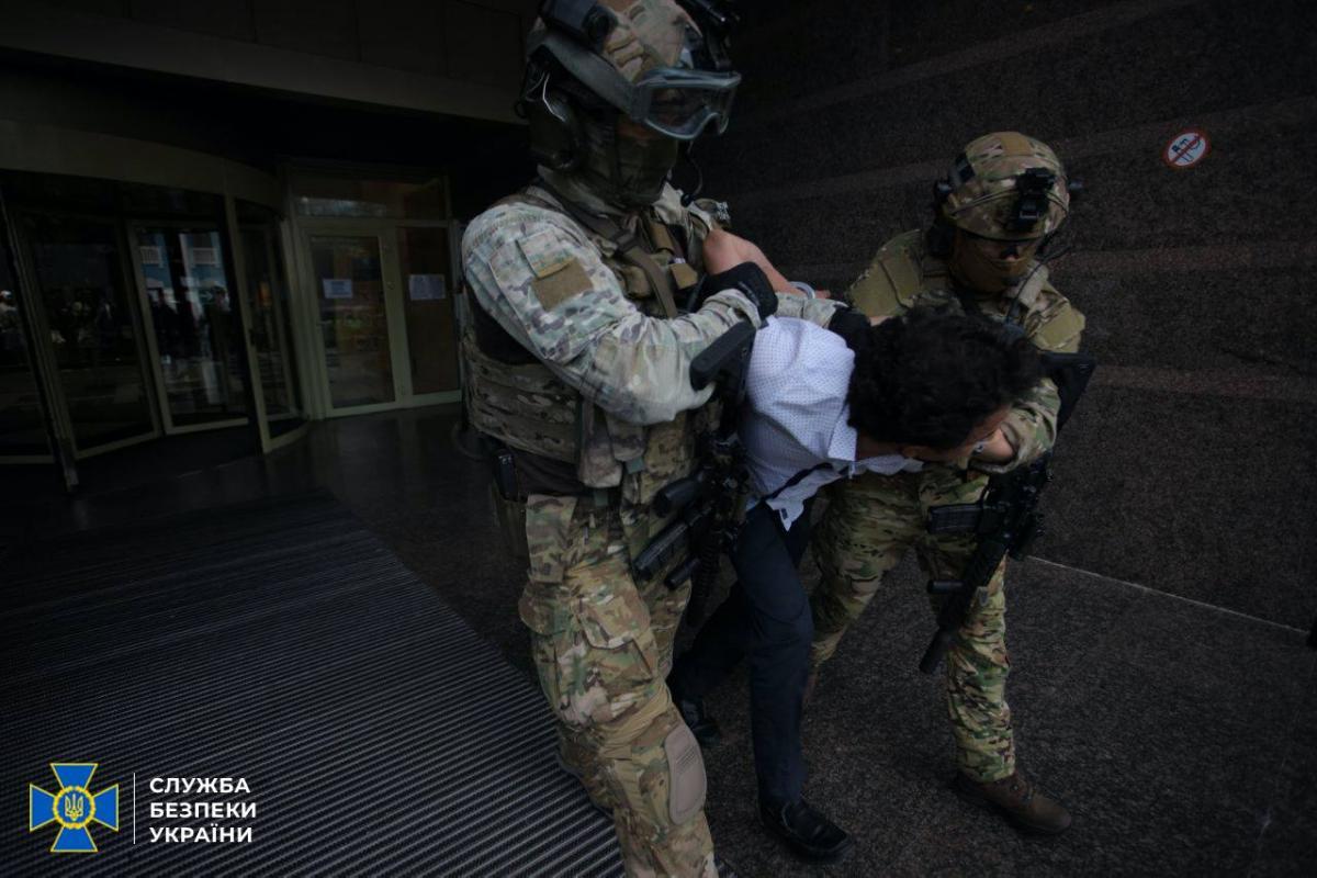 Мужчину, который захватил банковское отделение в Киеве, задержали / фото СБУ