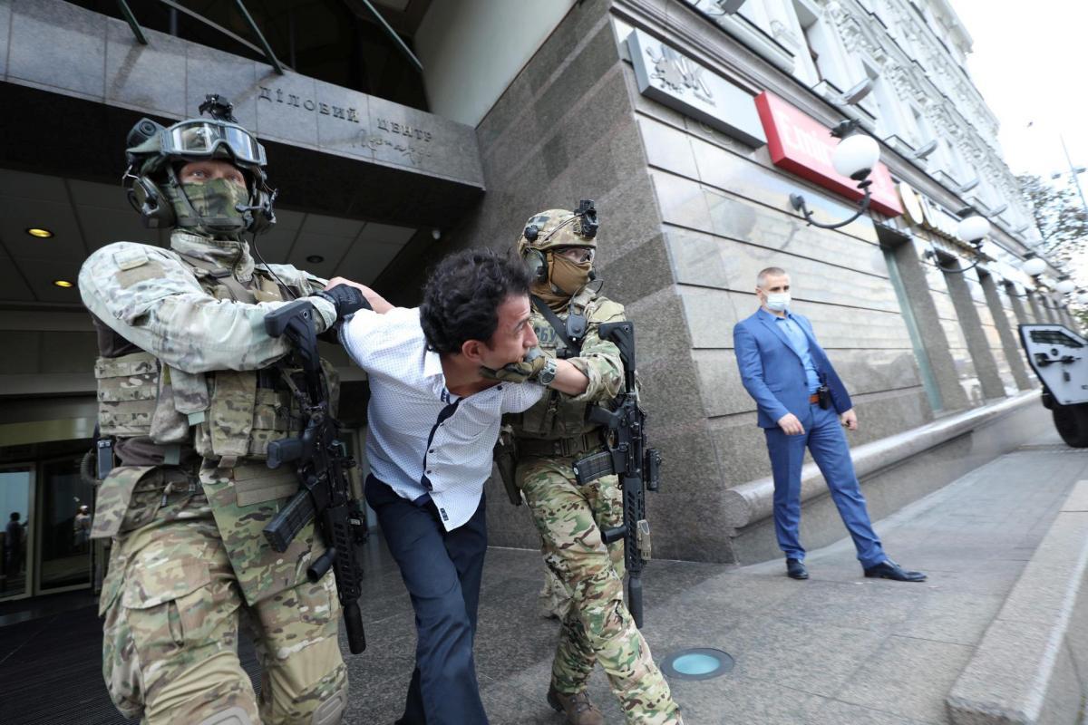 Київський терорист захопив відділення банку в БЦ Леонардо / REUTERS
