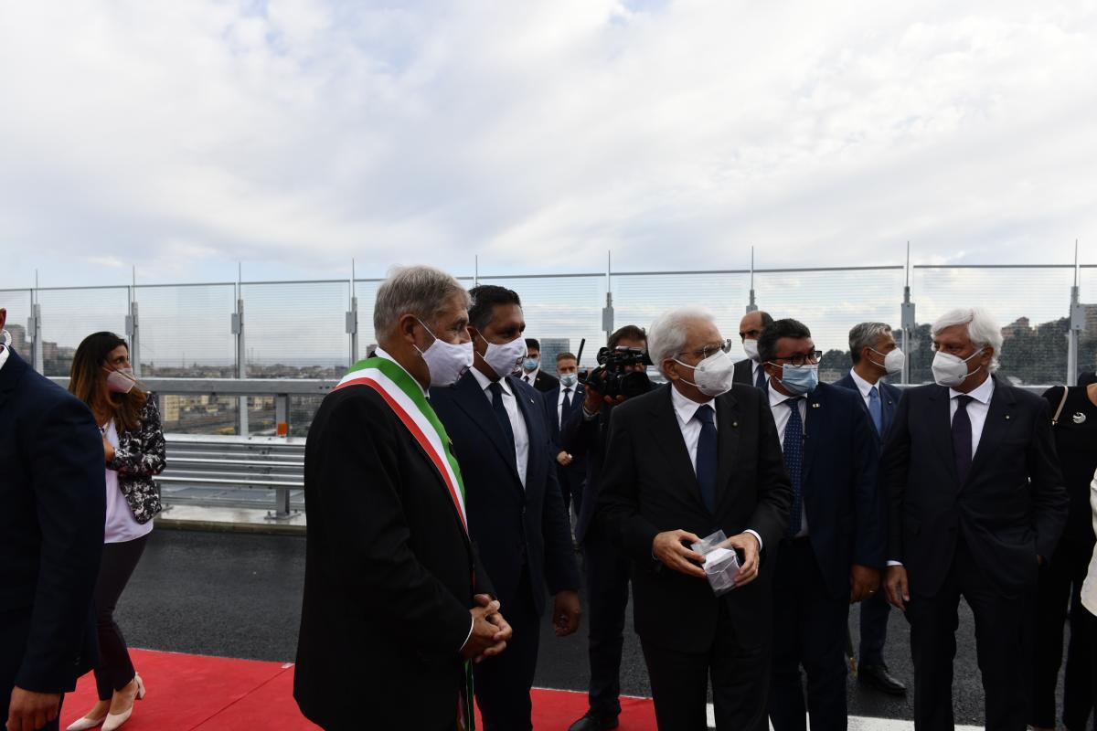 На відкритті мосту було присутнє вище керівництво Італії / фото Filippo Vinardi
