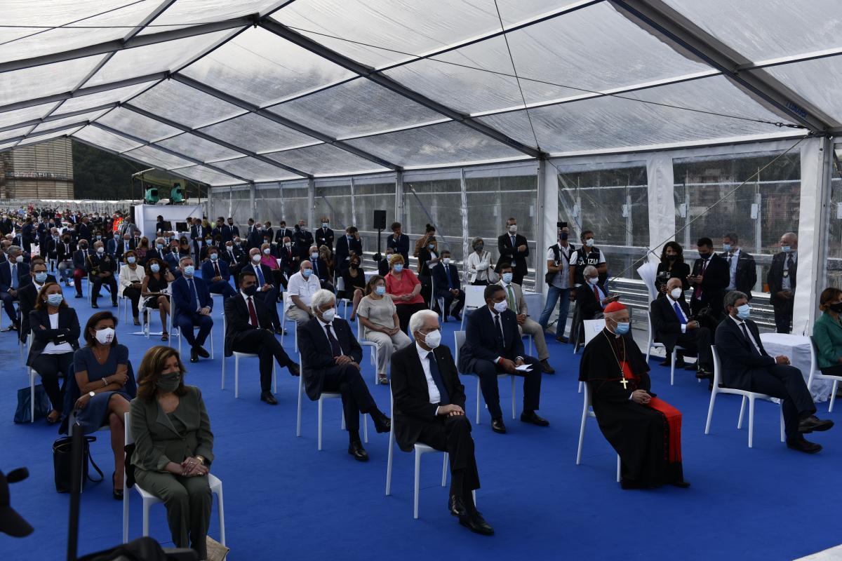 На церемонії відкриття мосту були присутні багато учасників реалізації проекту / фото Filippo Vinardi