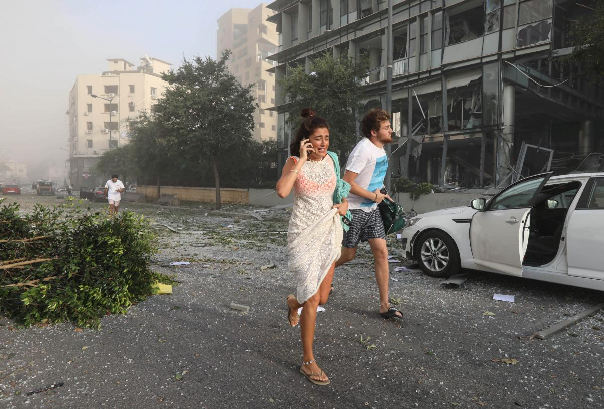 В портовому районі Бейрута стався потужний вибух/ фото REUTERS